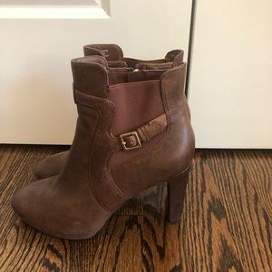 Women's brown rockport boots size 8.5.